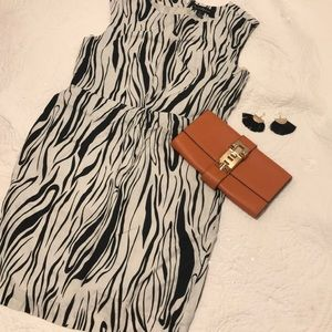 -MERCER MADISON- abstract shift dress